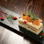 サーモンのショートケーキ 赤いソース
